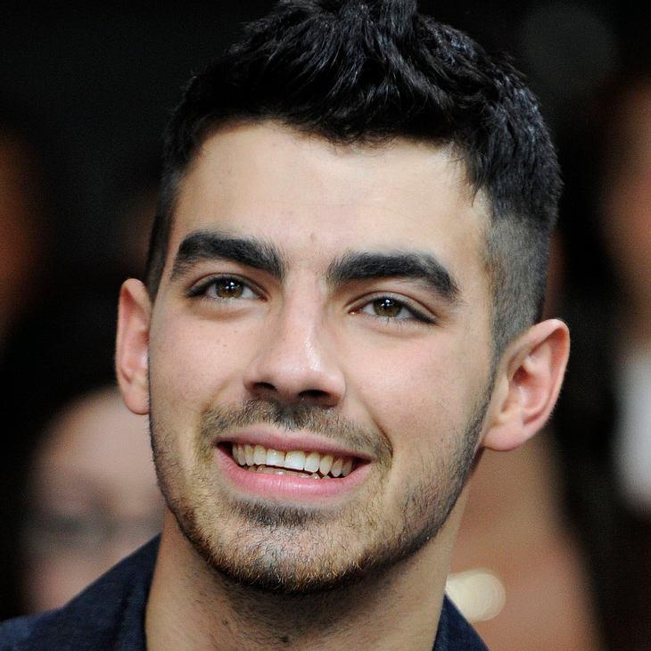 Joe Jonas flirtet bei royalem Polospiel