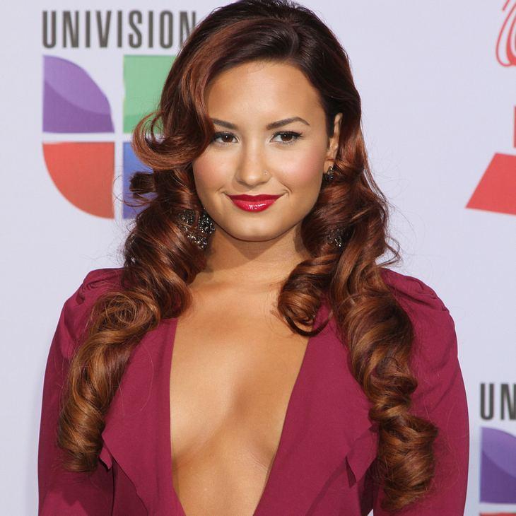 Demi Lovato fängt Brautstrauß