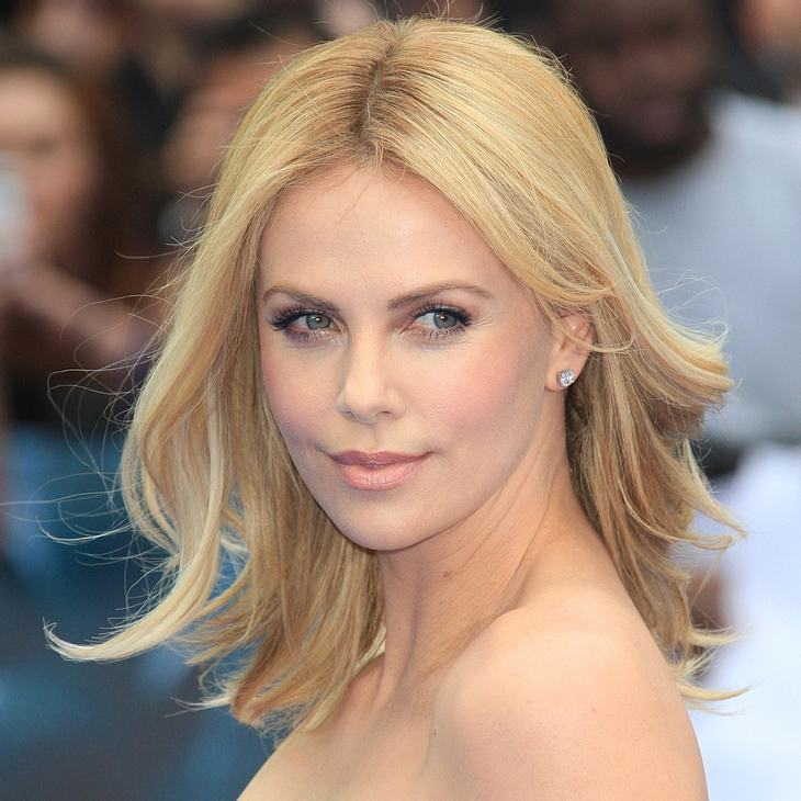 Charlize Therons Baby fliegt nur im Privatjet