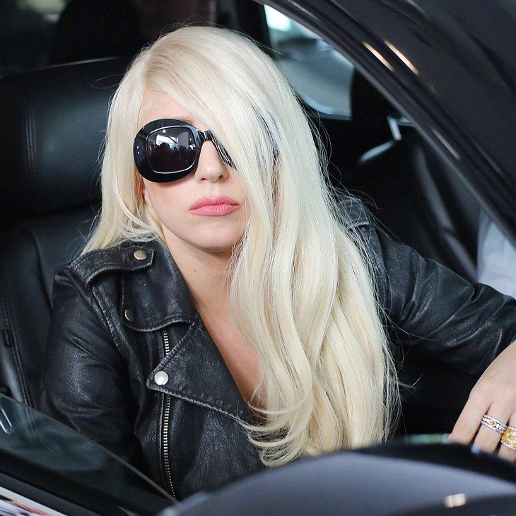 Lady Gaga spielt Fans neuen Song in Parklücke vor