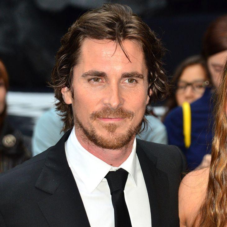 Christian Bale besucht Opfer