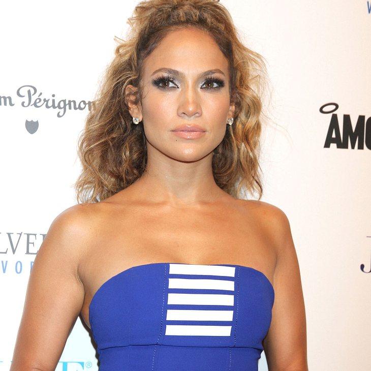 Jennifer Lopez schnüffelt Casper Smart hinterher