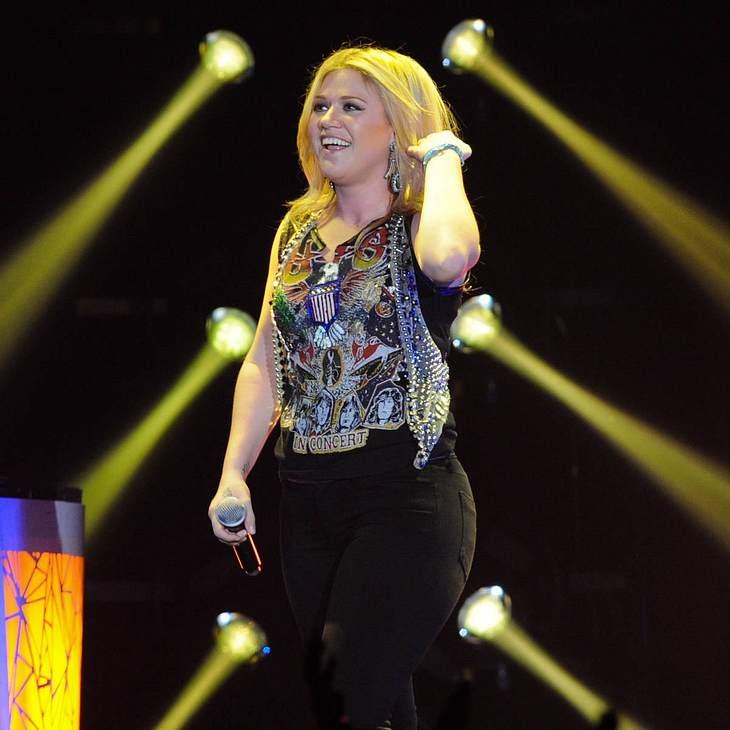 Kelly Clarkson regt sich über britische Presse auf
