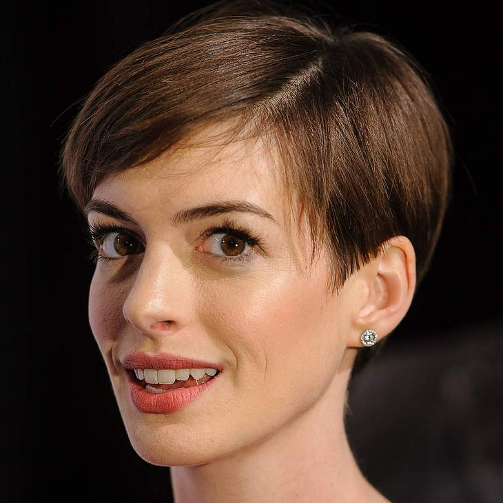 Anne Hathaway: Schwangerschaft und Adoption
