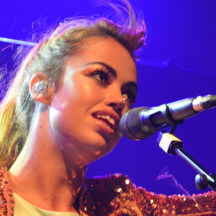 Aura Dione: Neuer Song erneut Platz 1