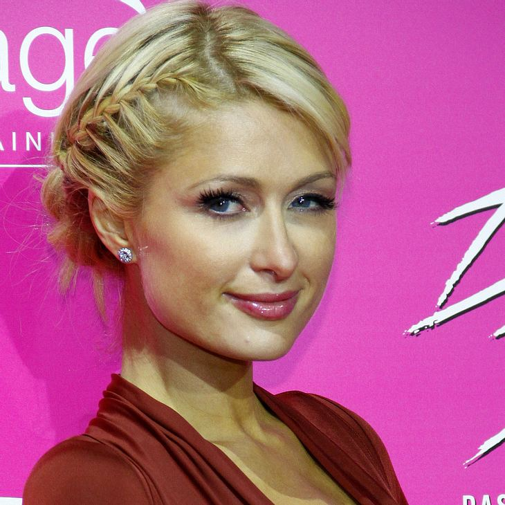 Paris Hilton besucht Waisen in Indonesien