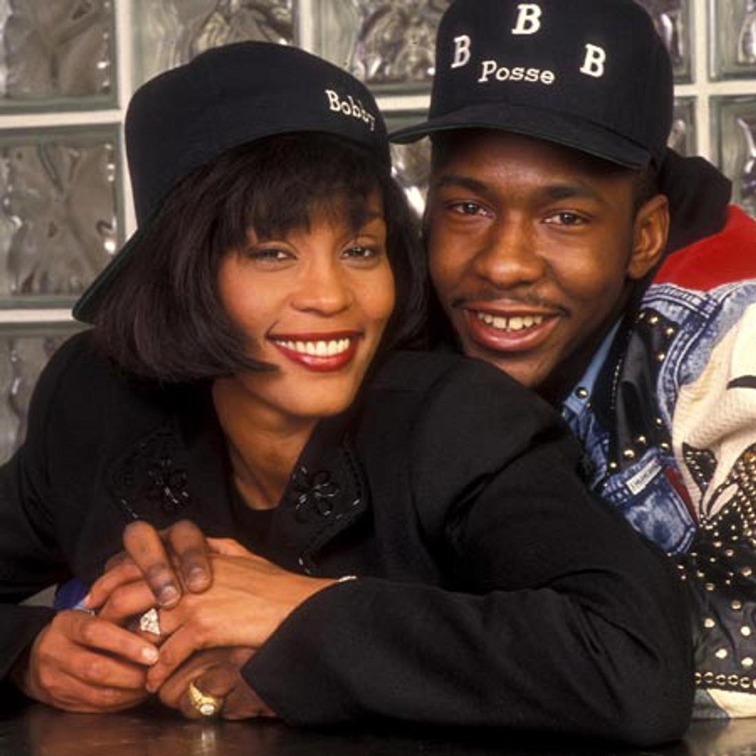 Whitney Houston - eine Karriere in Bildern1992 heiratete Whitney Houston den Rapper Bobbi Brown. Viele sagen, dies war der Anfang vom Ende.