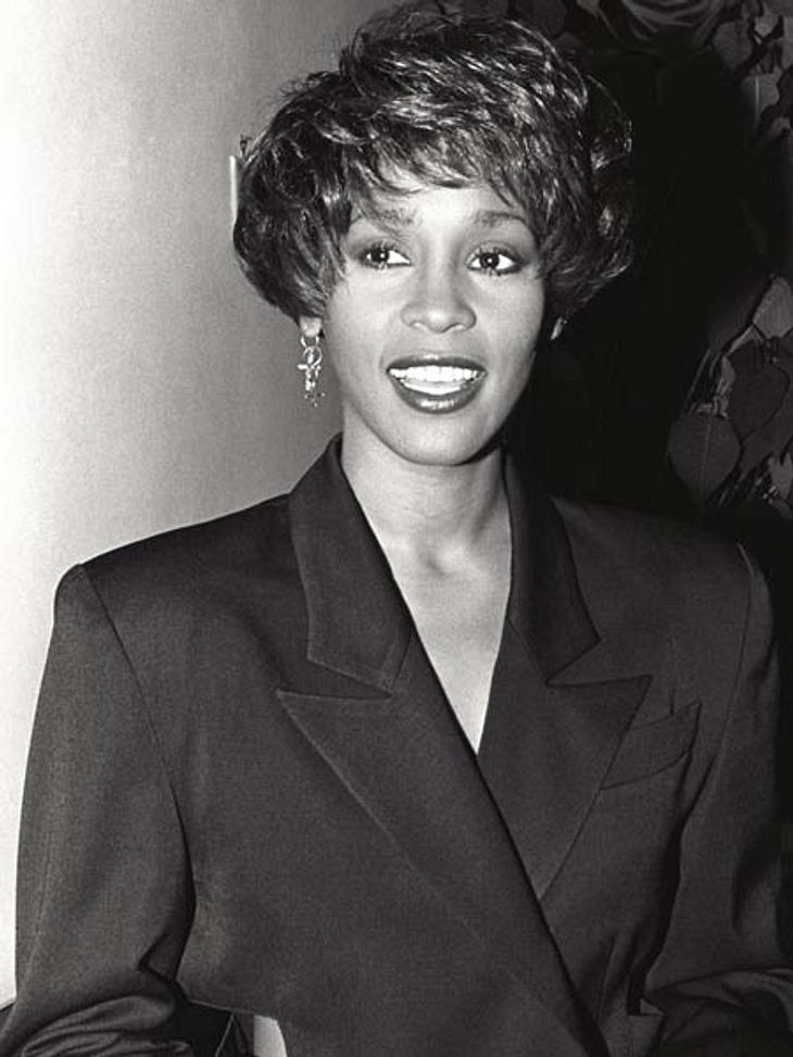 """Whitney Houston - eine Karriere in Bildern1990 gab es nicht nur eine neue Frisur, sondern auch ein neues Album """"I'm Your Baby Tonight"""". Und wieder wurde die Scheibe ein voller Erfolg: Vierfach-Platin räumte sie ab."""