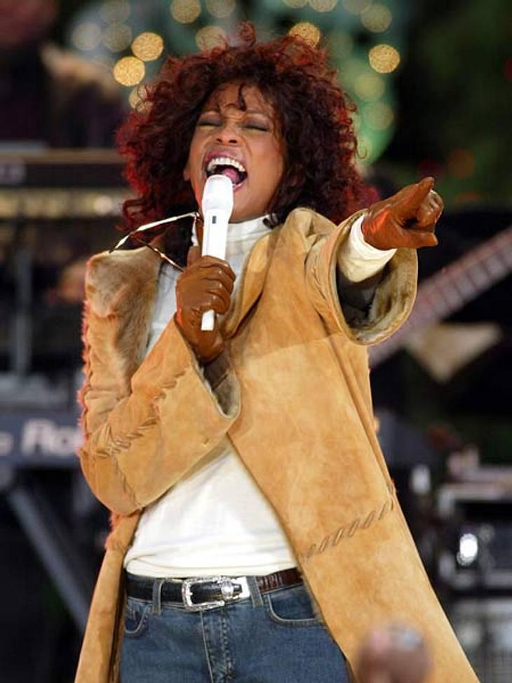 """Whitney Houston - eine Karriere in Bildern2003 veröffentlichte Whitney Houston ihr erstes Weihnachtsalbum. Bei """"Good Morning America"""" performte sie damals drei neue Songs."""