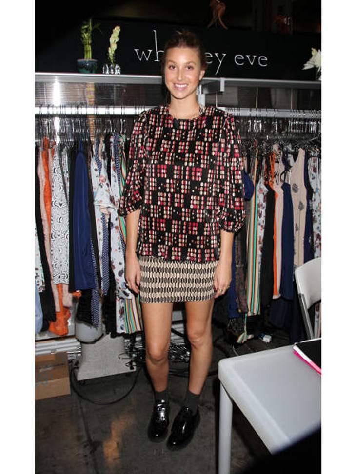 Star-Style: Die größten Fashion-Fiaskos im AugustGrafik-Grauen: Whitney Port (27) hat es doch eigentlich gar nicht nötig, ihre Figur zu verstecken. Aus unerklärlichen Gründen hat sie sich dennoch für dieses sackartige Gewand entschieden.