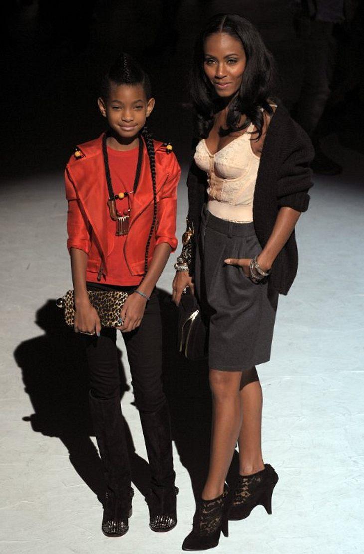 ,Willow Smith ist gerade mal neun Jahre alt und jetzt schon verrückt nach Mode: Gemeinsam mit Mama Jada Pinkett Smith posierte sie wie ein alter Hase für die Kameras...