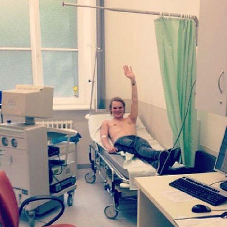 Selbst im Krankenhaus grinst er noch