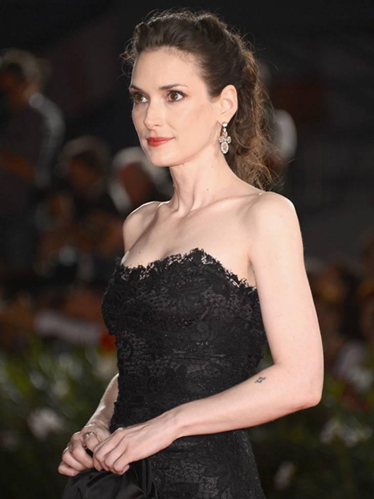 """Die 69. Internationalen Filmfestspiele von VenedigGrund zur Sorge gab der Auftritt von Winona Ryder  (40). Die 40-Jährige, die nach Venedig gekommen war, um ihren Film """"The Iceman"""" vorzustellen, wirkte erschreckend zerbrechlich un"""