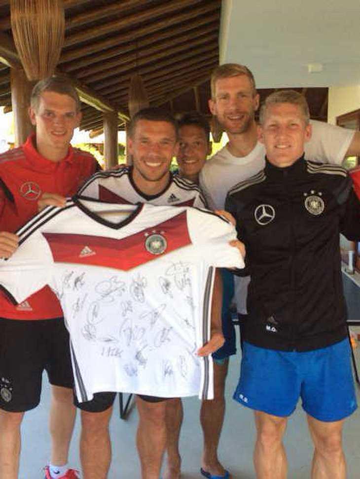 WM 2014: Poldi sammelt Spenden für kranken Fan!