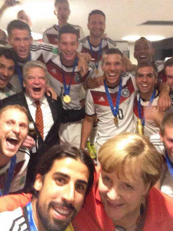 WM 2014: Gruppen-Selfie mit Angela Merkel!