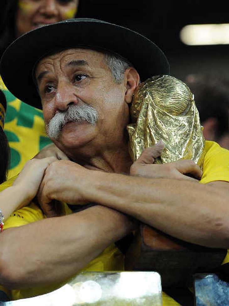 Trauriger WM-Opa aus Brasilien kann wieder lachen!