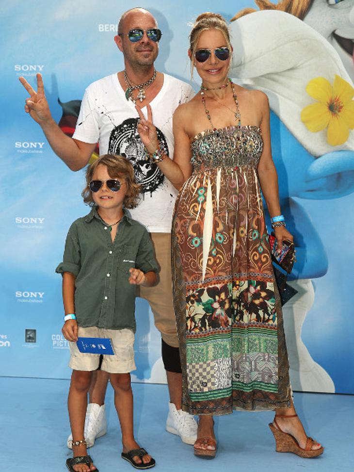 Xenia Seeberg zeigte, wie cool ihre Patchworkfamilie ist. Mit Sohn Philias Martinek und Freund Sven Kilthau-Lande kam sie im Beach-Look.