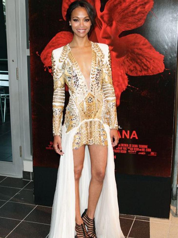 """Zwei Stars, ein Kleid: Diese Stars tragen die gleichen Klamotten!Der Look von Zoe Saldana: ...auf jeden Fall besser als die """"Avatar""""-Schauspielerin. Denn der tiefere Ausschnitt und der angenähte Rock stören das Bild doch sehr."""