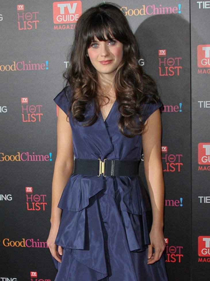 Star-Style: Mädchenhaft wie Zooey DeschanelZooey wie wir sie kennen: Im blauen Kleidchen und mit Mega-Mähne.
