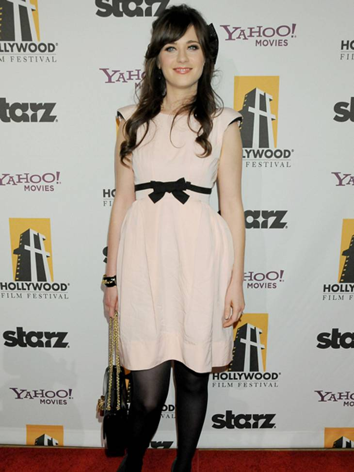 Star-Style: Mädchenhaft wie Zooey DeschanelIm zarten Roséton sieht die 32-Jährige blendend aus.