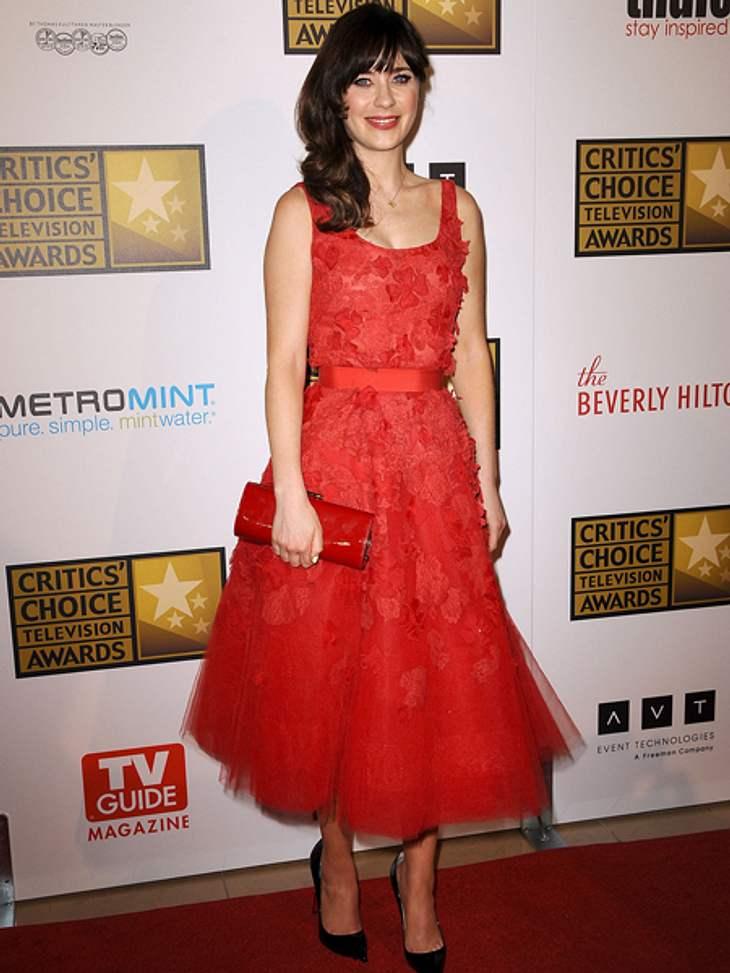 Star-Style: Mädchenhaft wie Zooe DeschanelDer glamouröse Auftritt gelingt Zooey Deschanel in diesem roten Traumkleid mühelos.
