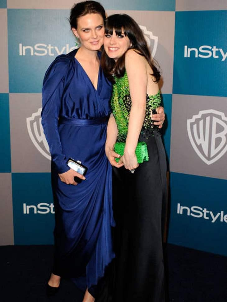 """Die heißesten Promi-GeschwisterSchauspielerin Zooey Deschanel (32, r.) wird derzeit als Hauptdarstellerin der Sitcom """"New Girl"""" ordentlich gehypt.Was viele nicht wissen: Ihre Schwester Emily Deschanel (35, l.) ist jeden Donnerstag"""